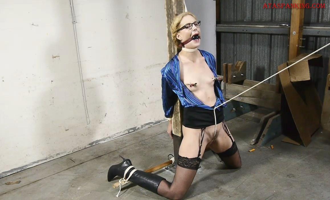 Ariel Anderssen Bondage